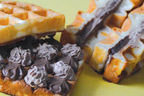 モバイルカフェアトレ|チョコカスタードとチョコクリームのワッフルサンド